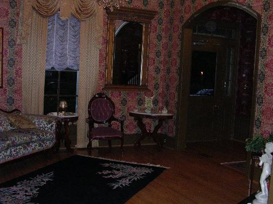 Preston Woodall House Bed and Breakfast: foyer