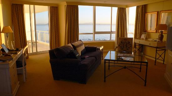 Radisson Blu Hotel Waterfront, Cape Town : Separate sitting area in room
