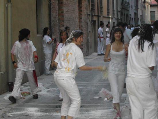 Pamplona, España: Egg & Flour wars!