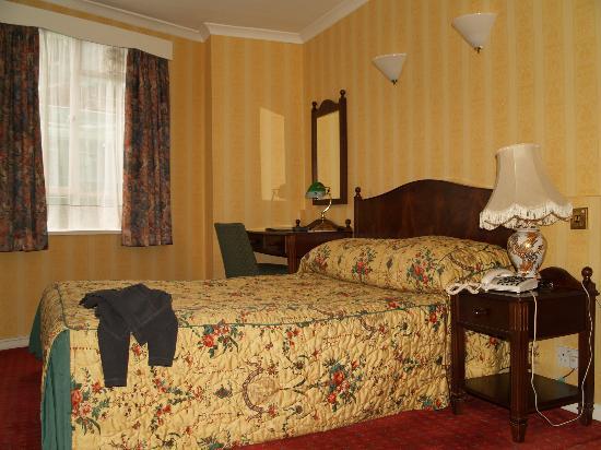lit chambre au 2 me tage demi palier picture of averard hotel london tripadvisor. Black Bedroom Furniture Sets. Home Design Ideas