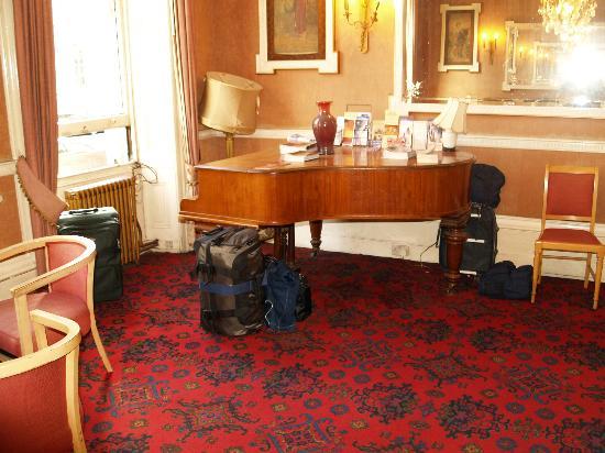 Averard Hotel: lobby