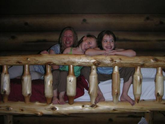 Whitefish Lodge and Suites: The top bunk...mom and kids