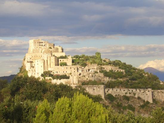Hotel Parco Cartaromana: Vistas al Castello Aragonese