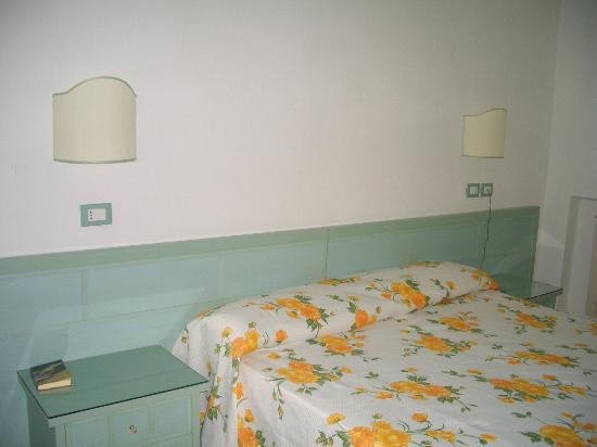 Hotel Parco Cartaromana: habitacion con baño