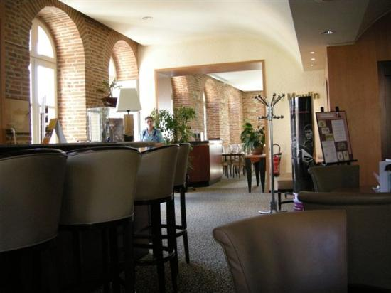 Mercure Albi Bastides : from bar looking into restaurant