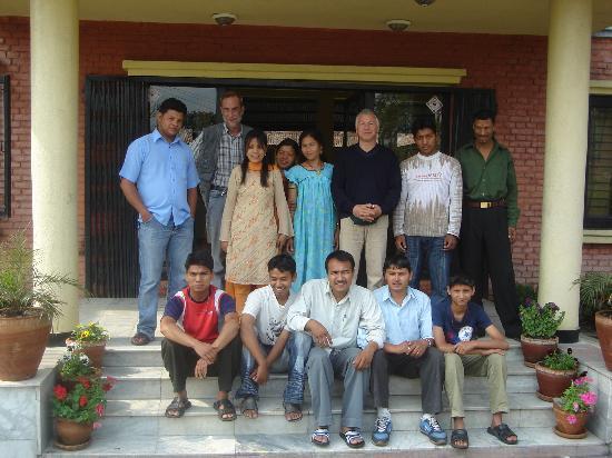 Planet Bhaktapur Hotel: giuseppe con i ragazzi del planet