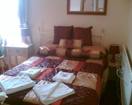 Blenheim Hotel : The lovely room - great bed!!!!