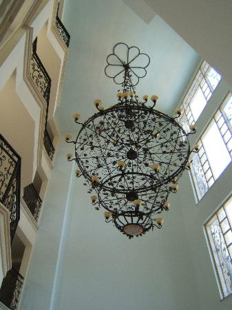 Selen 2 Hotel: Magnificent Chandelier in reception area selen
