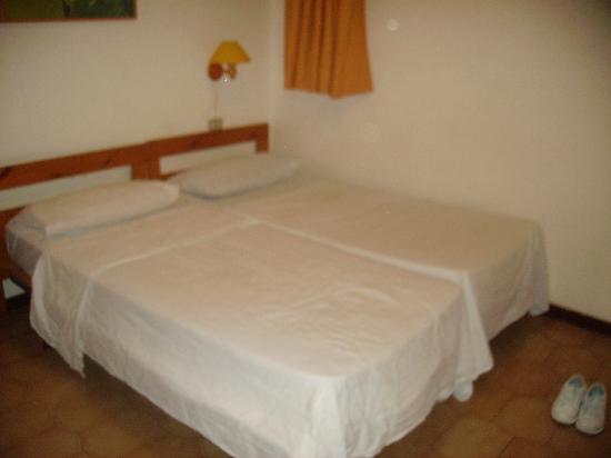 Monterrey Apartments: Bedroom