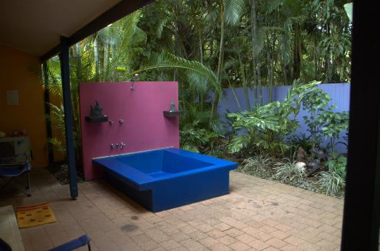 Pink Flamingo: Outdoor bath/shower