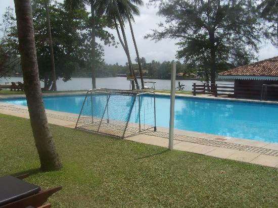 Club Bentota : The pool and river
