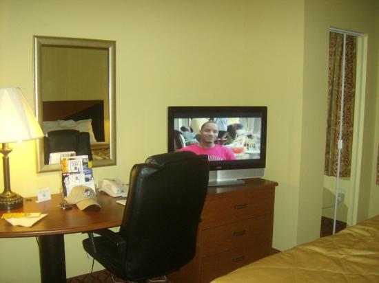 Sleep Inn & Suites Wildwood - The Villages: King Size Suite -Desk &TV