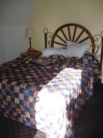 San Bernardino, CA: One of the beds (was nicely made when we got there)
