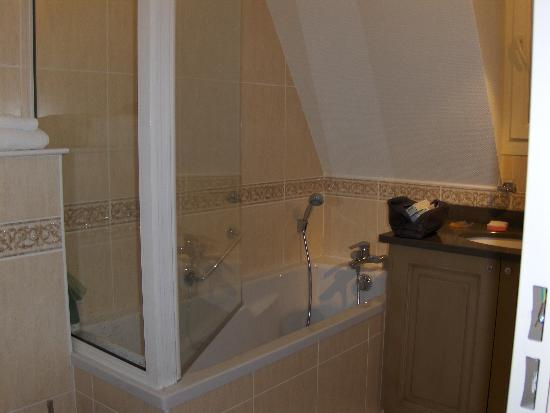 La Closerie Deauville Residence Hôtel : Salle de bain