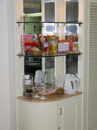 Landscape Beach Hotel Sanya: Minibar/Grocery Store