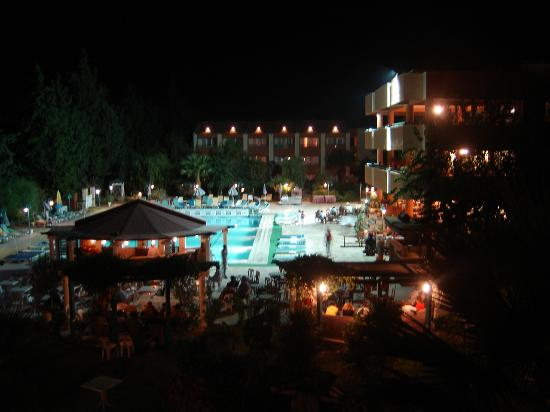 Luana Hotels Santa Maria: Prince Vera at night!