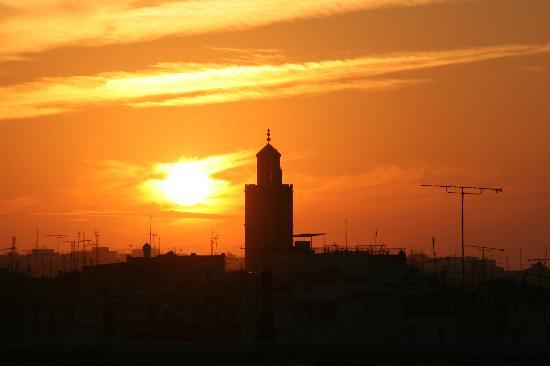 Golden Tulip Farah Rabat : Coucher de soleil depuis la piscine