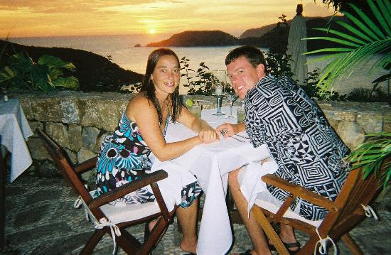 Amuleto: At dinner overlooking Zihua Bay