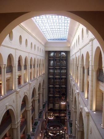 Michelangelo Hotel: atrium