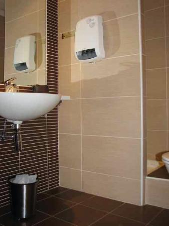 Citotel Criden: Bathroom with shower