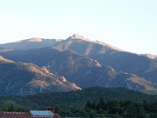 Maison Prades : View of Pic Canigou from our bedroom
