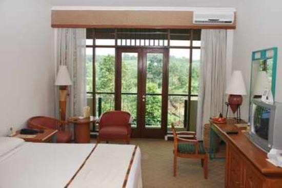 Each room have balcony foto hotel lido lakes for Balcony hotel sukabumi