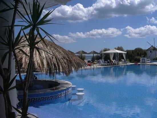 Mediterranean Beach Resort : Piscina