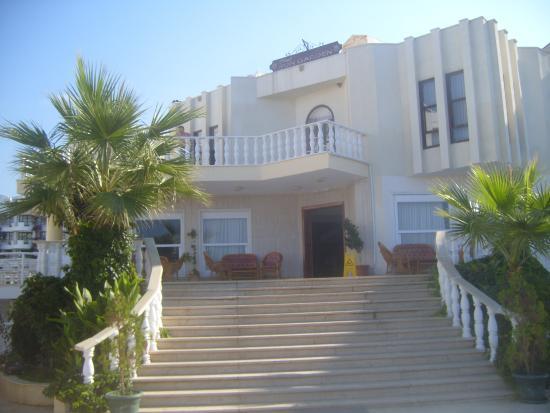 Litera Sun Garden Hotel: Front of hotel