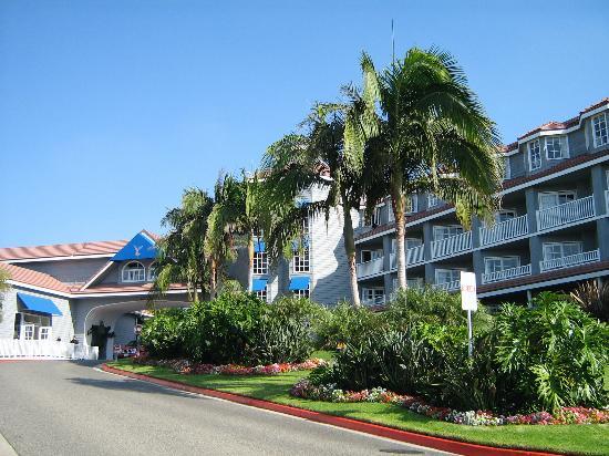 Laguna Cliffs Marriott Resort & Spa: Driveway to hotel