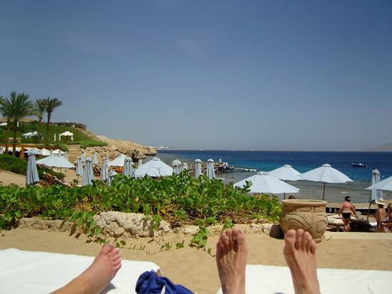Four Seasons Resort Sharm El Sheikh: sunbathing on the beach