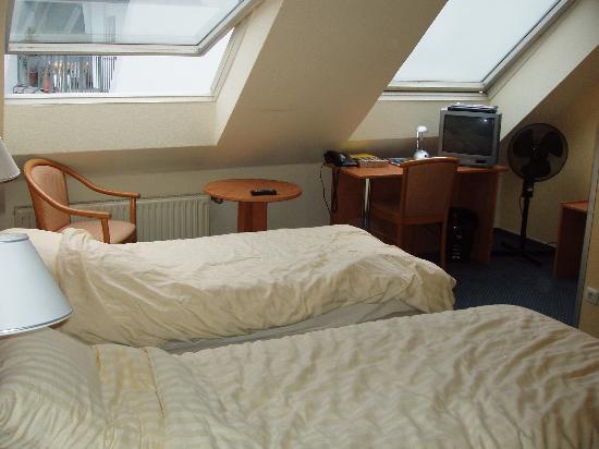 Cityhotel Primavera: Twin room on the 4th floor