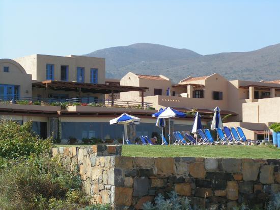 Sirens Hotels Beach and Village : Vista dell'hotel dalla spiaggia