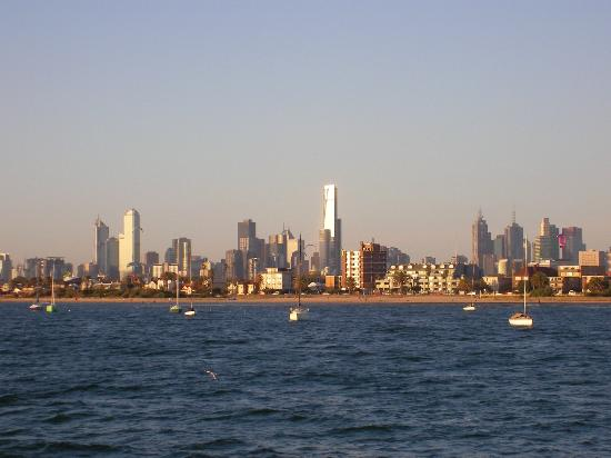 Ritz for Backpackers: The city from Albert Park