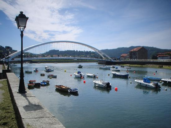 Oficina de Turismo de Gorliz: Bridge in Plentzia