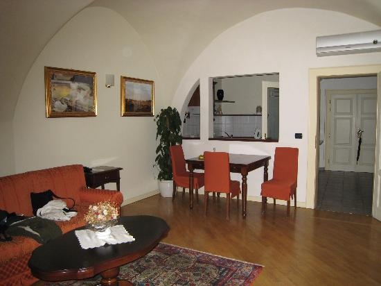 Hotel Residence Retezova: another view of living room