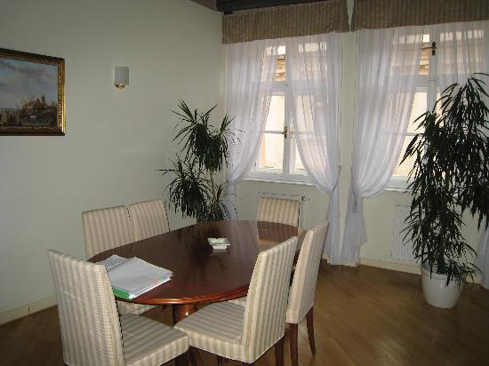 Hotel Residence Retezova: Dining room of 2 BR apartment