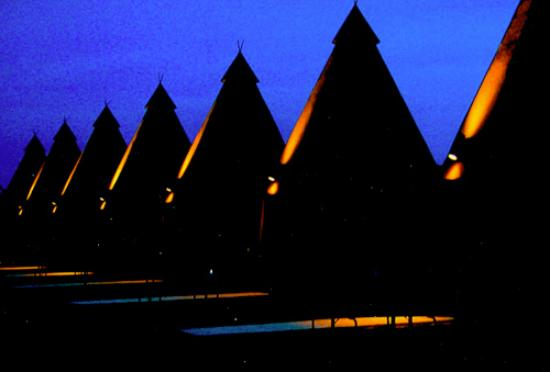 Tee Pee Motel & RV Park: Tee Pee Motel @ Night