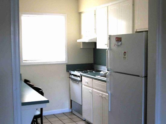 Sunset Inn: Kitchen - Room 204
