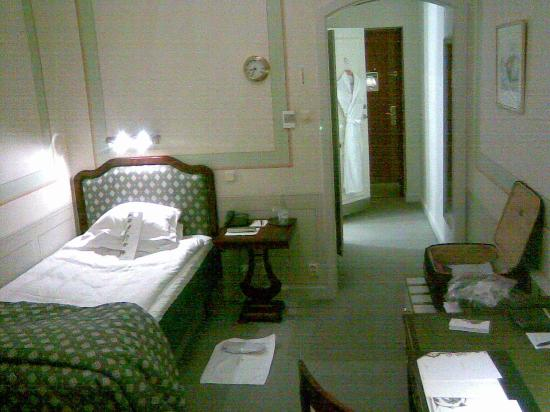 Grand Hotel: view back into the room from far side