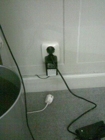 Grand Hotel: No free Plugs !!!