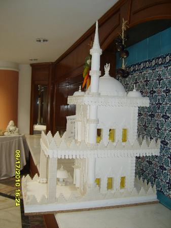 Luana Hotels Santa Maria : Icing sugar mosque in dining room