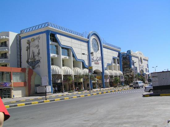 Hurghada SeaGull Beach Resort: main building from street