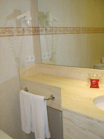 Montemar Maritim: The bathroom part 3