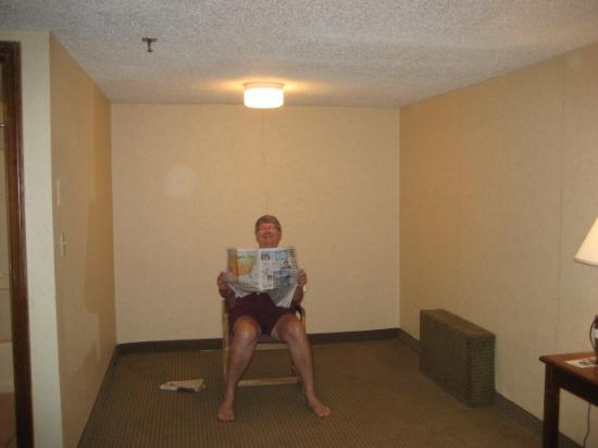 Rodeway Inn & Suites: Wierd unfurnished room section