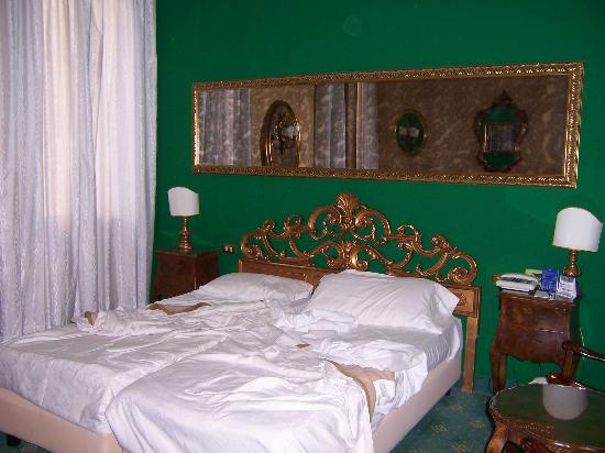Amadeus Hotel: Comfy, firm bed