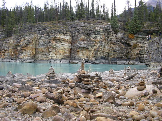 Jasper, Kanada: Rock art by the river