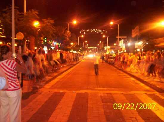 Antigoni Hotel: night conga on street