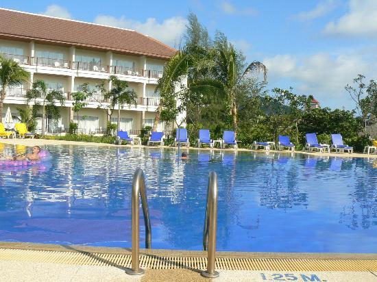 Centara Karon Resort Phuket: picine numero 3, la plus grand ou il y avait le moins de monde!