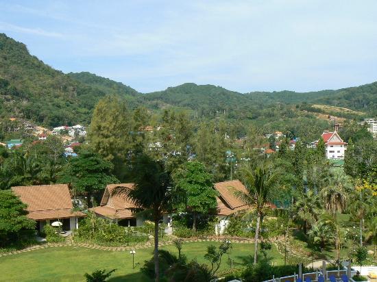 Centara Karon Resort Phuket: vu de la chambre coter terre.