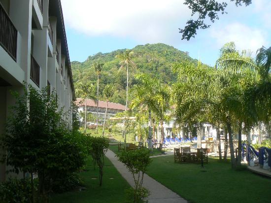 Centara Karon Resort Phuket: a droite, picine numero 2 destiné plutot au enfant